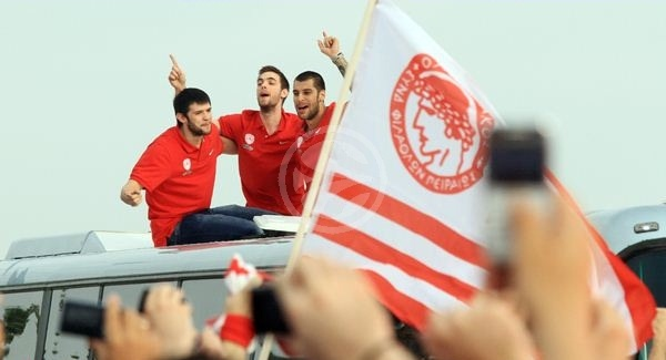 Olympiacos celebrates - Final Four Istanbul 2012 (newsports.eu)