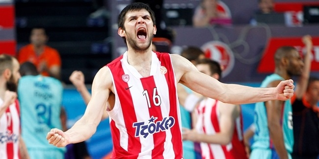 Olympiacos brings back two-time champ Papanikolaou
