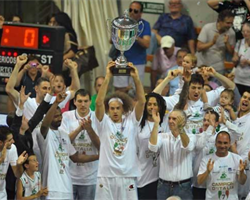 Montepaschi Siena celebrates Italian tilte (photo: www.menssanabasket.it)