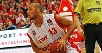 EWE Baskets Oldenburg signs point man Stuckey