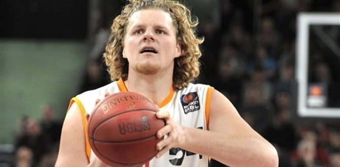 Ratiopharm Ulm keeps center Bryant