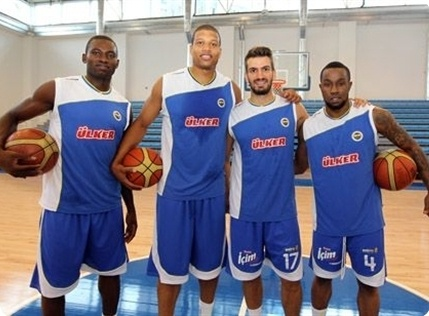 Players Fenerbahce Ulker in preseason (photo fenerbahce.org)