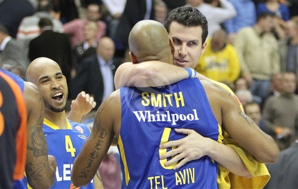 Logan, Smith and Pnini celebrates - Maccabi Electra - EB12