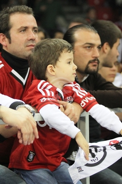 Besiktas JK young fan - EB12