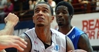 Wuerzburg's King fires up new three-point record