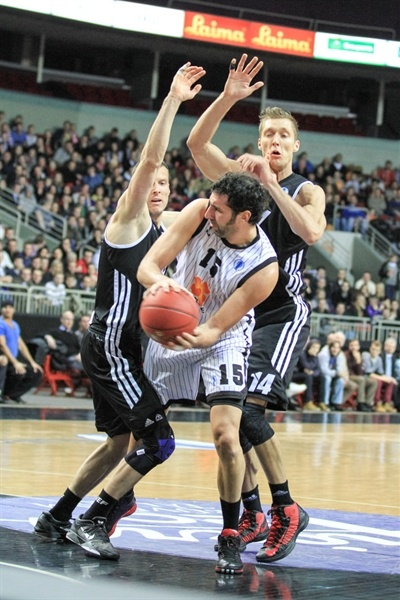 Alex Mumbru - Uxue Basket - EC12 (photo Mikus Klavins, VEF Riga)