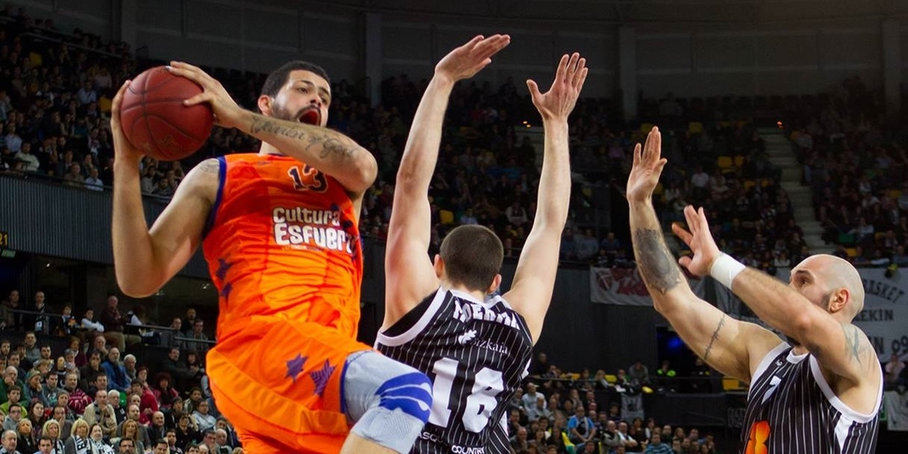 Maccabi inks center Faverani to one-plus-one deal