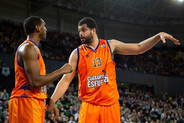 Thomas Kelati and Vitor Faverani - Valencia Basket - EC12 (photo Uxue Bilbao Basket - Aitor Arrizabalaga)