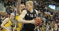 EWE Baskets Oldenburg keeps big man Neumann