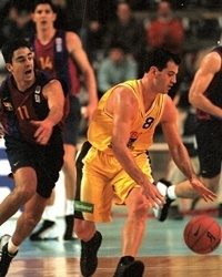 Randy Duck of the London Towers against a young Juan Carlos Navarro in the Euroleague