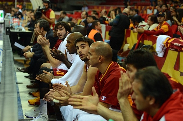 Galatasaray Medical Park bench - EC12 (photo galatasaray.org - Serdar Çelebi)