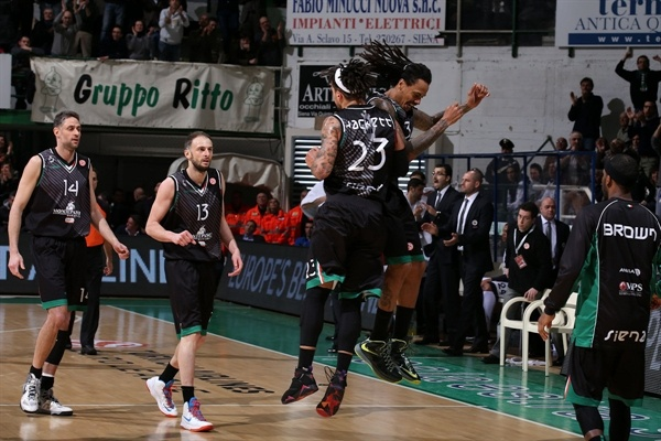 Daniel Hackett and David Moss celebrates - Montepaschi Siena - EB12