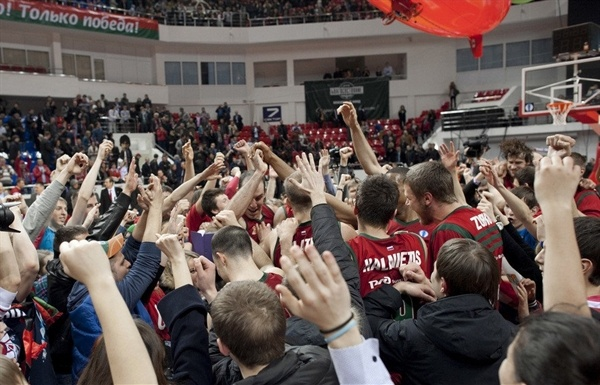 Lokomotiv Kuban celebrates - EC12 (photo lokobasket.com)