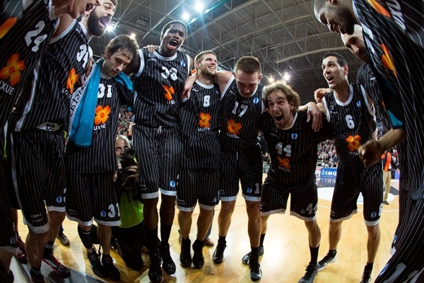 Uxue Bilbao Basket celebrates - EC12 (photo Bilbao Basket)