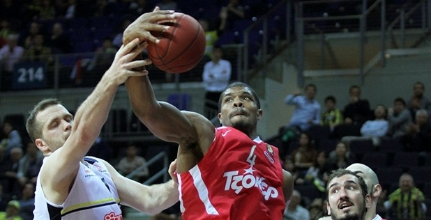 Kyle Hines - Olympiacos - EB12