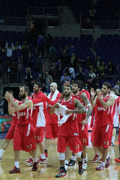Players Olympiacos celebrates - EB12