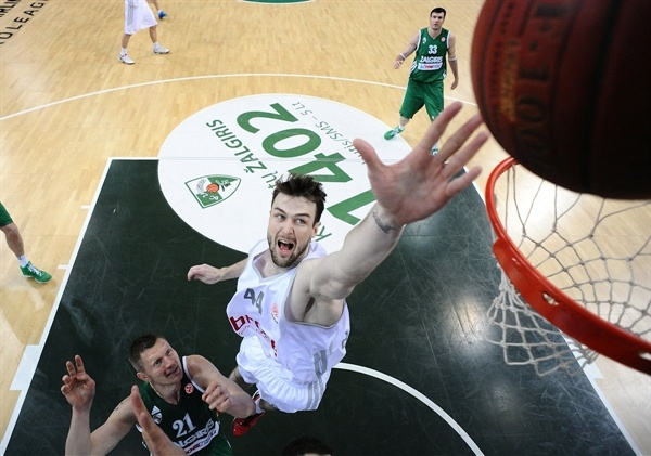 Andrew James Ogilvy - Brose Baskets - EB12
