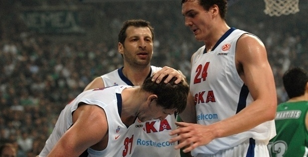 Players CSKA Moscow celebrate - EB12