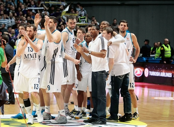 Real Madrid celebrates - EB12