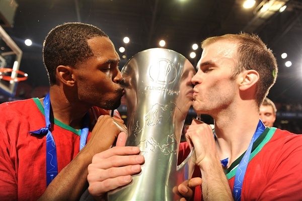Derrick Brown and Nick Calathes celebrates - Lokomotiv Kuban Champ Eurocup 2012-13 - Final Charleroi 2013 - EC12
