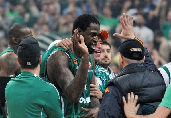 James Gist celebrates - Panathinaikos Athens - EB12
