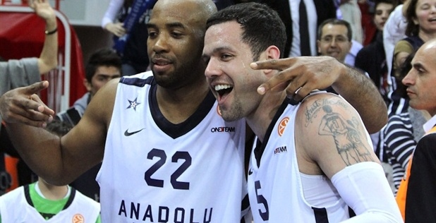 Jamon Lucas and Jordan Farmar celebrates - Anadolu Efes - EB12