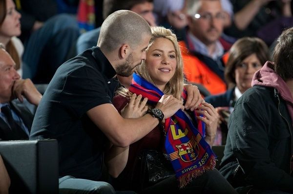 Gerard Pique and Shakira  - Barcelona Regal - EB12