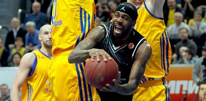 Montepaschi Siena's Bobby Brown wins Alphonso Ford Top Scorer Trophy