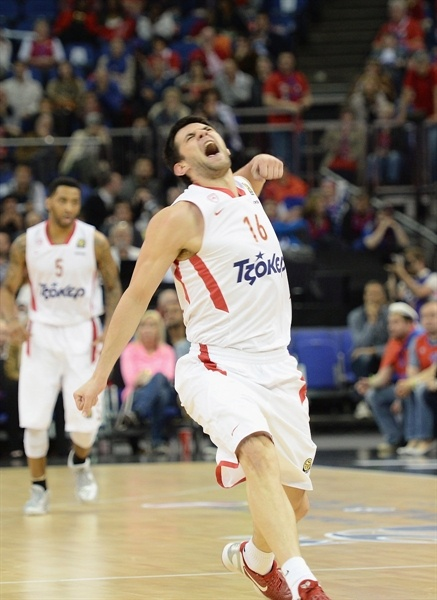 Kostas Papanikolaou celebrates - Olympiacos Piraeus - Final Four London 2013