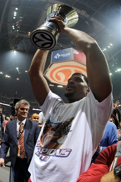 Kyle Hines - Olympiacos Piraeus Champ - Final Four London 2013
