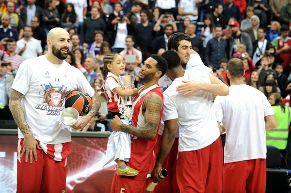 Acie Law - Olympiacos Piraeus champ - Final Four London 2013