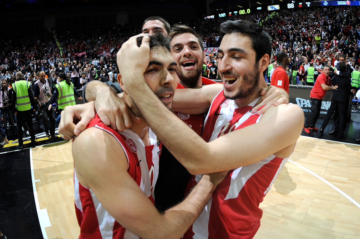 Sloukas, Mantzaris and Katsivelis - Olympiacos Piraeus champ - Final Four London 2013