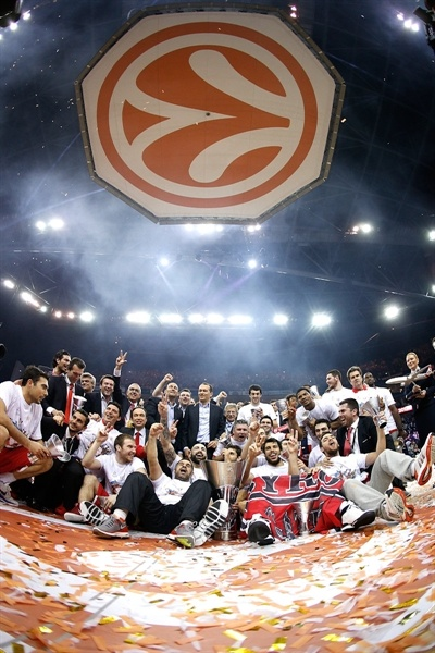 Olympiacos Piraeus champ - Final Four London 2013