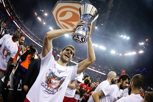 Stratos Perperoglou - Olympiacos Piraeus champ - Final Four London 2013