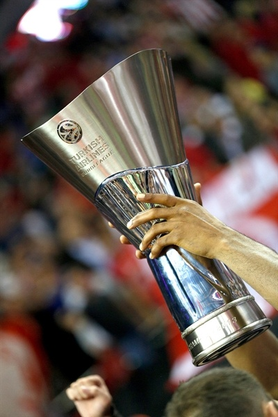 Euroleague Trophy - Olympiacos Piraeus champ - Final Four London 2013