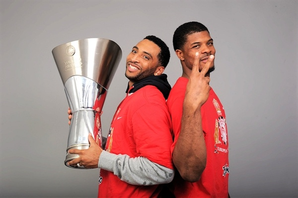 Acie Law and Kyle Hines - Olympiacos Piraeus champ - Final Four London 2013