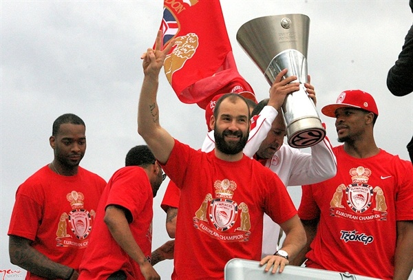 Vassilis Spanoulis - Olympiacos Piraeus celebrates Piraeus, Athens - Final Four London 2013 (photo Eurohoops.net and Newsports.eu)