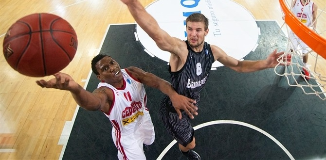 Galatasaray brings aboard point guard Smith