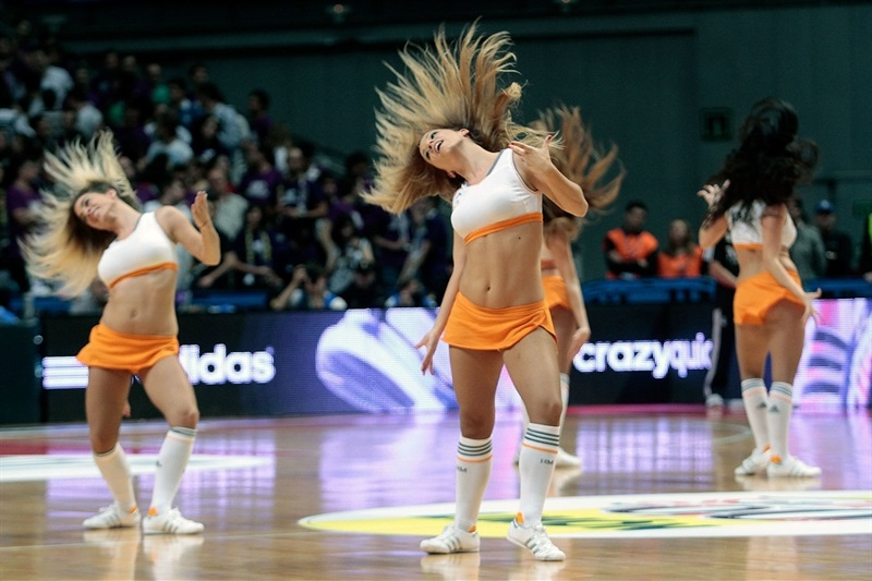 Real Madrid cheerleaders - EB13
