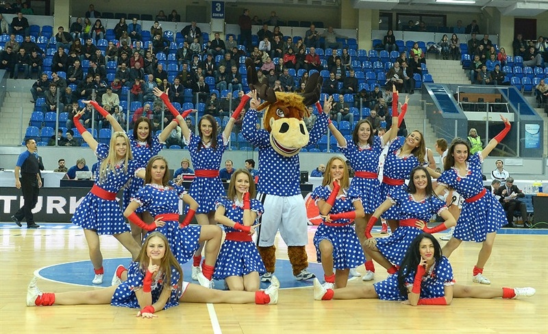 Nizhny Novgorod cheerleaders - EC13 (photo Nizhny Novgorod)