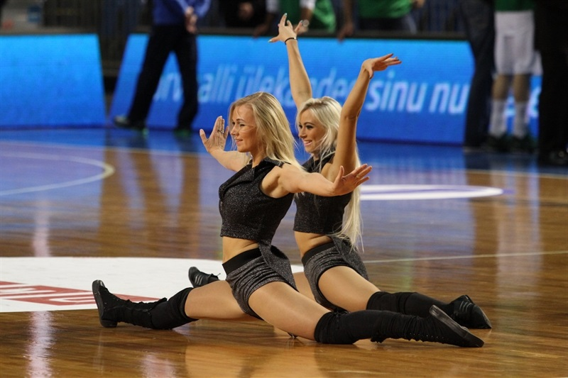 Kalev Cramo cheerleaders - EC13 (photo Kalev Cramo)