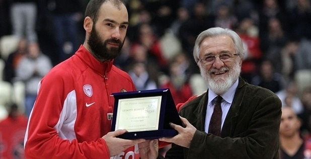 Vassilis Spanoulis receives the 2013 Giuseppe Sciacca International Award for Sport