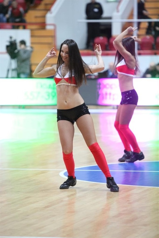 Unics Kazan cheerleaders - EC13 (photo Unics)