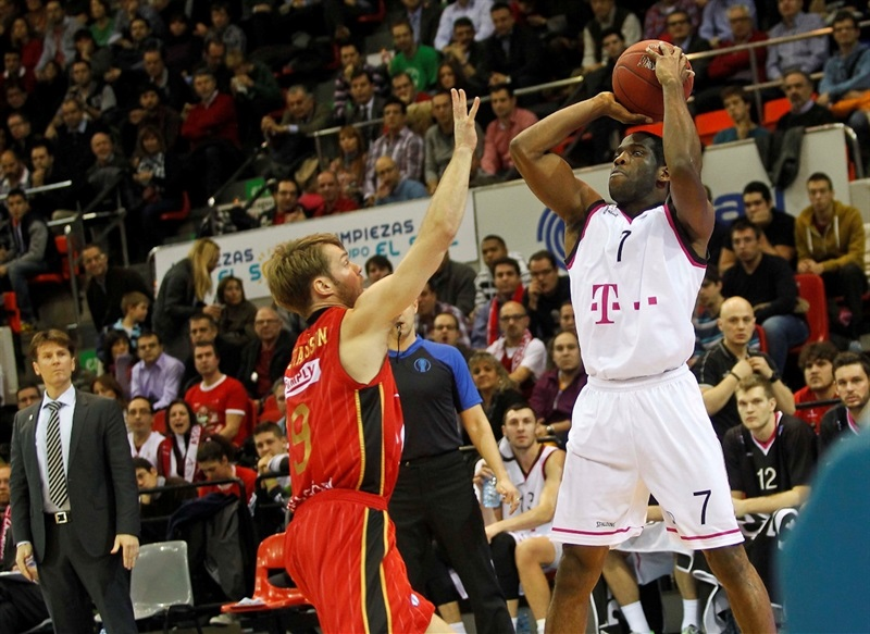 Ryan Brooks - Telekom Baskets Bonn - EC13 (photo Basket CAI Zaragoza - Esther Casas)