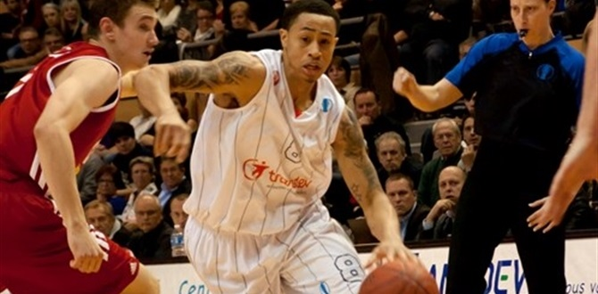 Panathinaikos signs Slaughter at guard