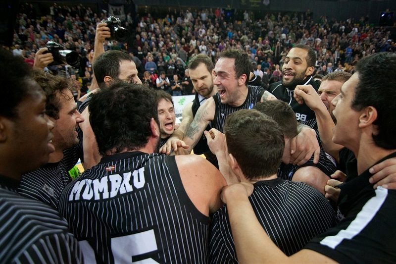 Bilbao Basket celebrates - EC13 (photo Bilbao Basket)