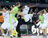 Unicaja Malaga celebrates top 16 - EB13