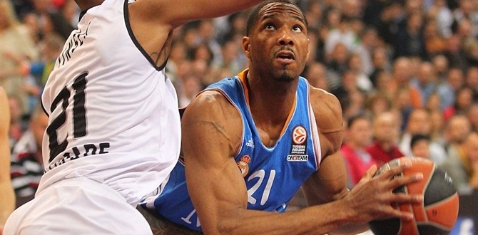 Olympiacos inks veteran forward Darden to 2-year deal