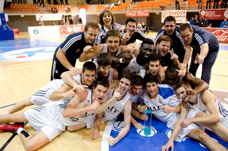 Real Madrid champ - JT Hospitalet - EB13 (photo Marta Forne Sala)