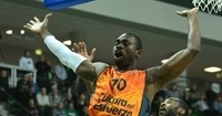 Romain Sato will stay in Valencia two more years